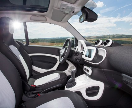 2015-Smart-ForTwo-ForFour-17