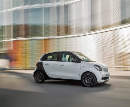 2015-Smart-ForTwo-ForFour-41