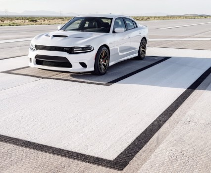 2015-Dodge-Charger-Hellcat-SRT-40