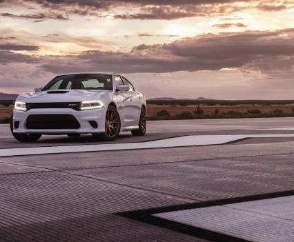 2015-Dodge-Charger-Hellcat-SRT-70
