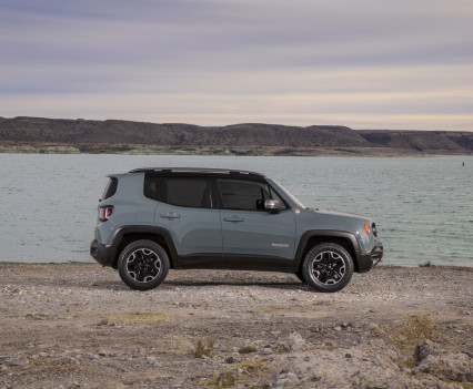 2015-Jeep-Renegade-47