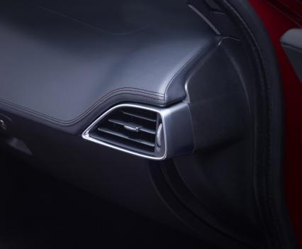 Jaguar-XE-2016MY-12