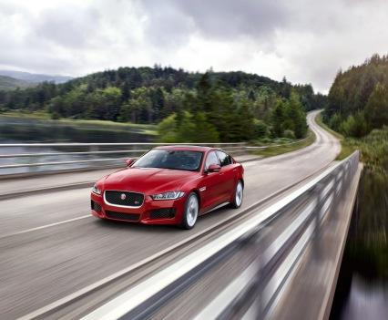 Jaguar-XE-2016MY-13