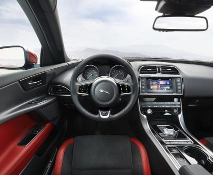 Jaguar-XE-2016MY-22
