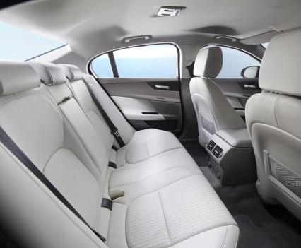 Jaguar-XE-2016MY-23