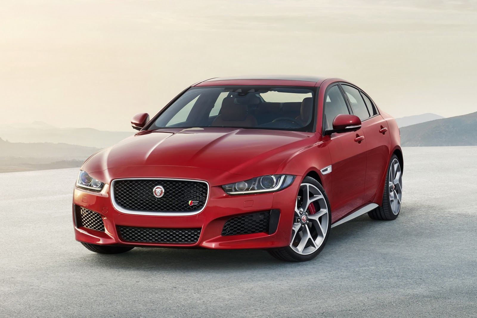 Jaguar-XE-2016MY-28