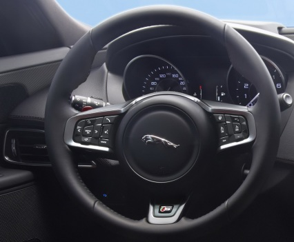 Jaguar-XE-2016MY-36
