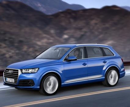 Audi-Q7-New-2016-18