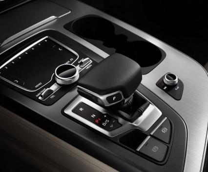 Audi-Q7-New-2016-19