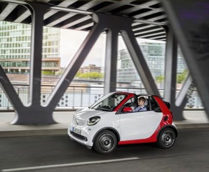 Smart-fortwo-cabrio-2016-nuova-17