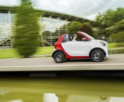 Smart-fortwo-cabrio-2016-nuova-19