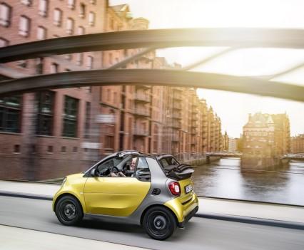 Smart-fortwo-cabrio-2016-nuova-28