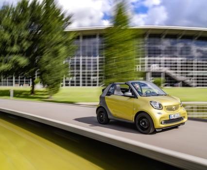 Smart-fortwo-cabrio-2016-nuova-30