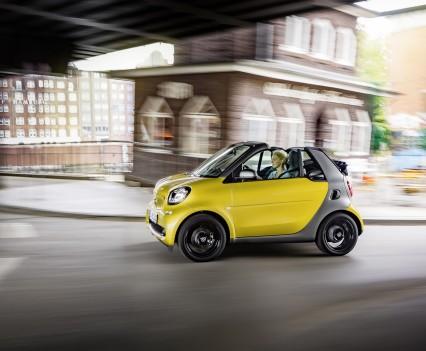 Smart-fortwo-cabrio-2016-nuova-32