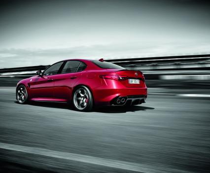Alfa- Giulia-Quadrifoglio-prezzo10