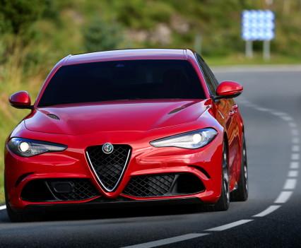 Alfa- Giulia-Quadrifoglio-prezzo11