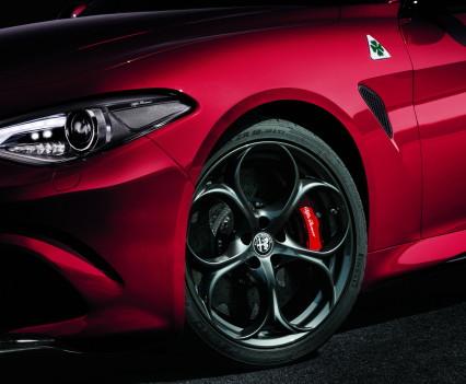 Alfa- Giulia-Quadrifoglio-prezzo2