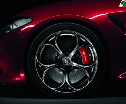 Alfa- Giulia-Quadrifoglio-prezzo4