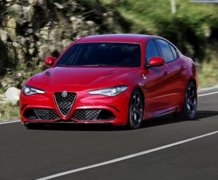 Alfa- Giulia-Quadrifoglio-prezzo8