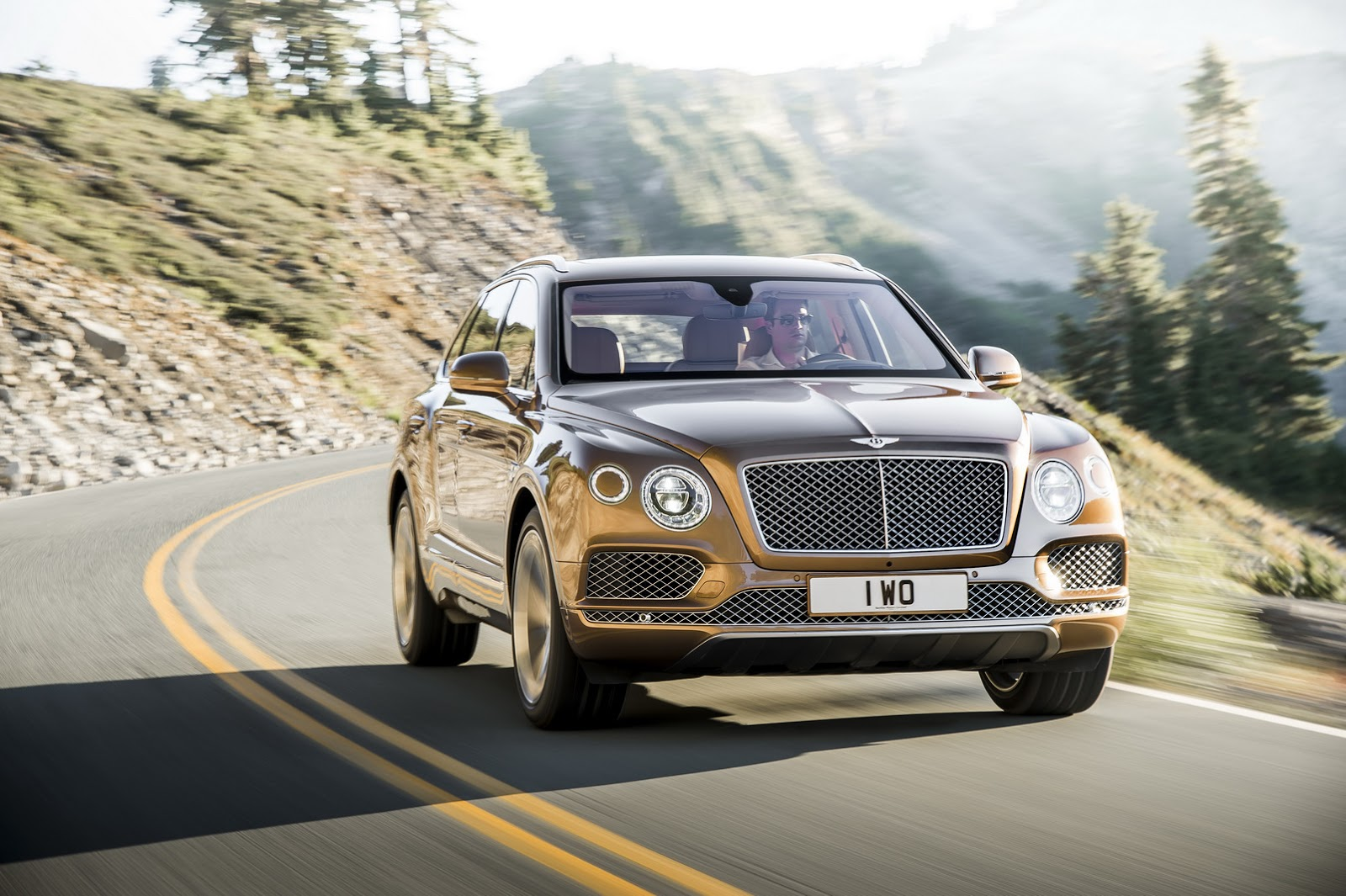 Bentley-Bentayga-SUV-2016-30
