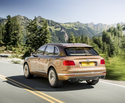 Bentley-Bentayga-SUV-2016-31