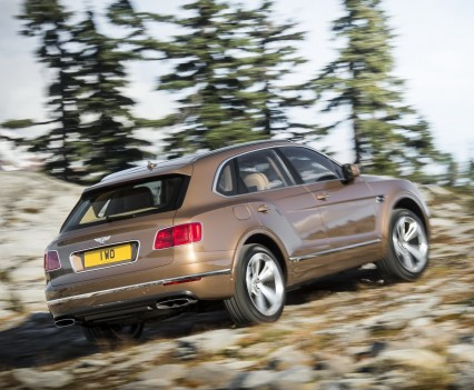 Bentley-Bentayga-SUV-2016-34