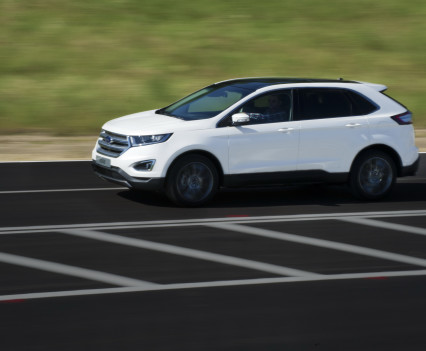 Ford-Edge-crossover-2016-13