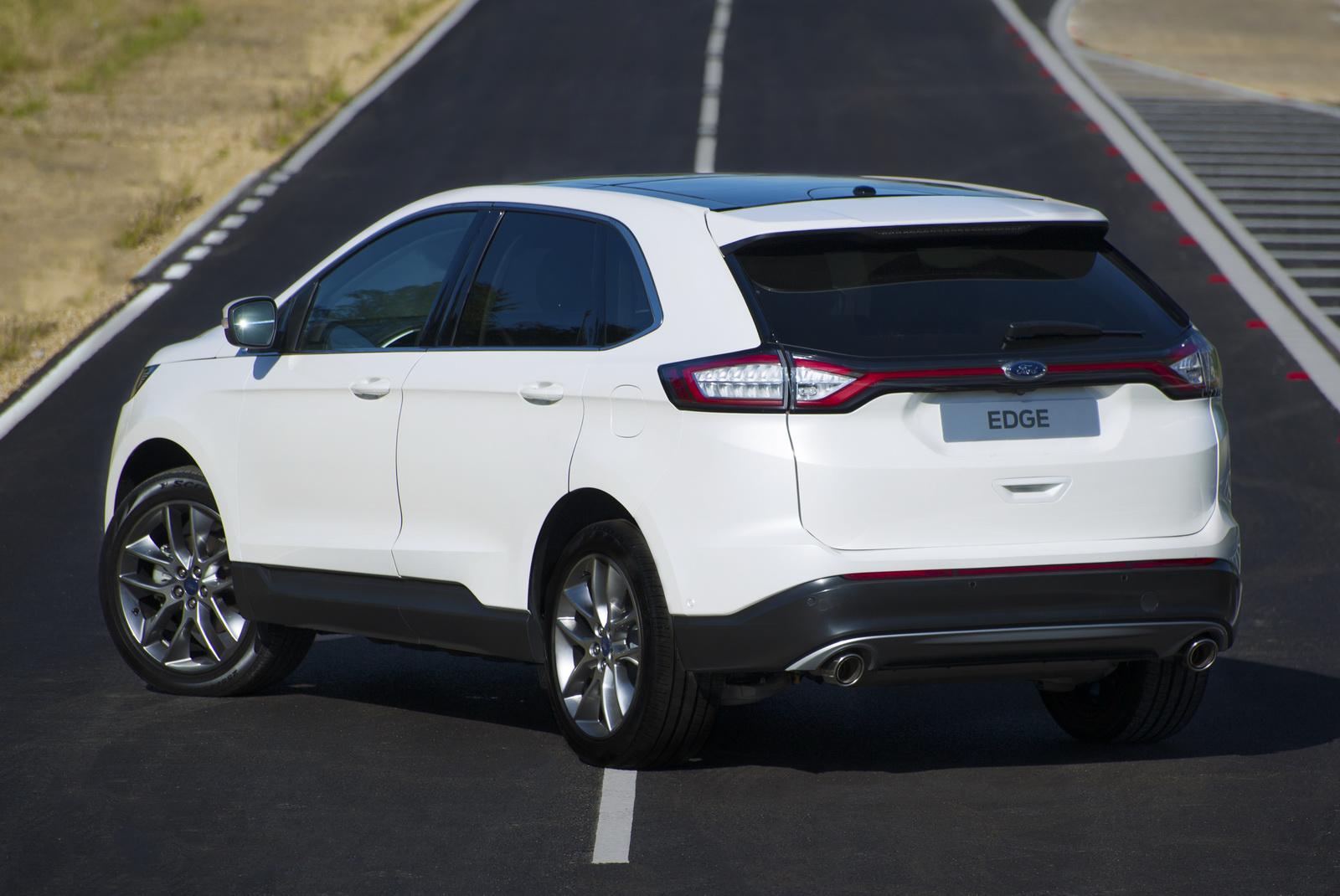 Ford-Edge-crossover-2016-15