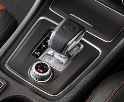 Mercedes-AMG A 45 4MATICAMG DRIVE UNIT mit dem neuen AMG DYNAMIC SELECT Controller,AMG DRIVE UNIT with the new AMG DYNAMIC SELECT Controller