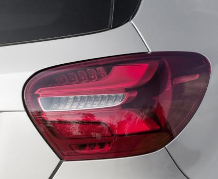 A 250 Sport (AMG Line), Polarsilber, Interieur Leder Schwarz / RED CUTA 250 Sport (AMG Line), polar silver, interior leather black / RED CUT