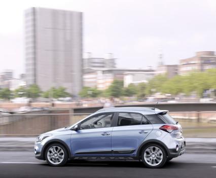 Nuova-Hyundai-i20-Active-2015-5