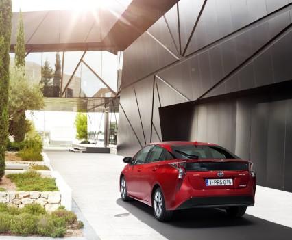 Nuova-Toyota-Prius-2016-11