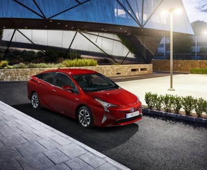 Nuova-Toyota-Prius-2016-14