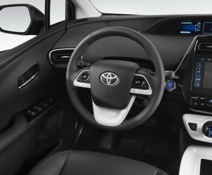 Nuova-Toyota-Prius-2016-17