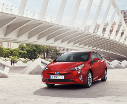 Nuova-Toyota-Prius-2016-25
