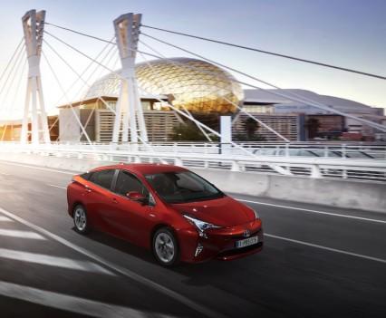 Nuova-Toyota-Prius-2016-28