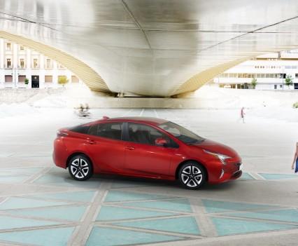 Nuova-Toyota-Prius-2016-9