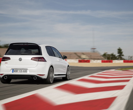 Volkswagen-golf-gti-performance-2016-14